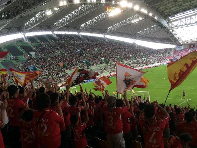 熱狂的な名古屋グランパスのファンなのでスタジアムに応援しに行きます
